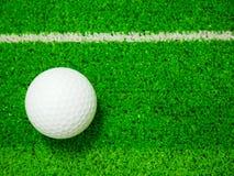 Vit golfboll fotografering för bildbyråer