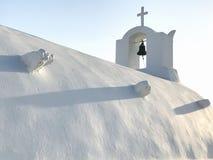Vit grekisk ortodox kyrka på Santorini Arkivbilder