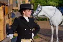 Vit häst för kvinnawhith Royaltyfria Foton