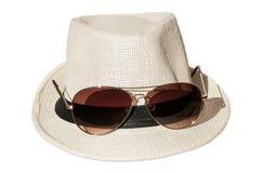 Vit hatt med solglasögon Arkivfoton