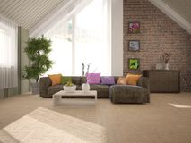 Vit inredesign av vardagsrum med modernt möblemang Arkivfoto
