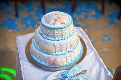 Vit kaka i en marin- stil arkivfoto