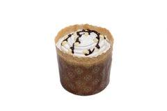 Vit kaka i pappers- ask med choklad Fotografering för Bildbyråer
