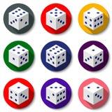 Vit kasinotärning på en färgrik bakgrund Uppsättning av moderna symboler med långa skuggor Royaltyfri Bild