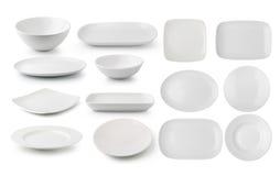 Vit keramikplatta och bunke på vit bakgrund Arkivfoton