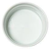 Vit keramisk bakningmaträtt över vit Royaltyfria Foton