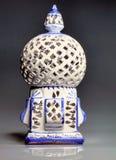 Vit keramisk lampa från Tunisien Arkivbild