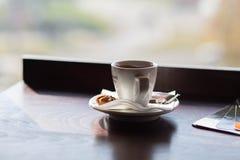 Vit kopp av cappuccino Royaltyfria Bilder