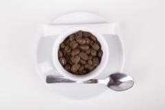 Vit kopp av delucious kaffe som tas från överkant Royaltyfri Bild