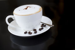 Vit kopp av doftande varmt kaffe Royaltyfria Bilder