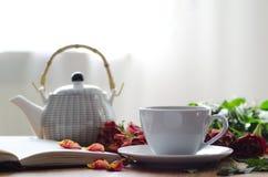 Vit kopp av teet Arkivfoto
