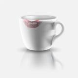 Vit kopp med läppstifttrycket Fotografering för Bildbyråer