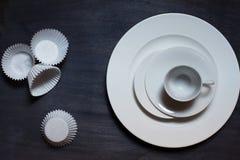 Vit kopp och platta Royaltyfri Fotografi