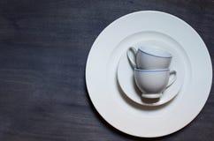 Vit kopp och platta Royaltyfria Bilder