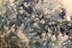 Vit kristall i täten Arkivfoto
