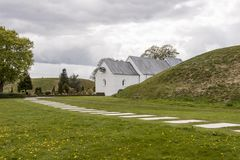 Vit kyrka, i Jelling, Danmark royaltyfria foton