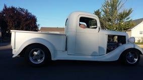 Vit lastbil för gammal 50-tal Royaltyfria Bilder