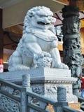 Vit lejonstaty Arkivbilder