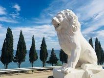 Vit lejonstaty i Krim arkivbilder