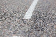 Vit linje på asfaltvägen Royaltyfria Foton