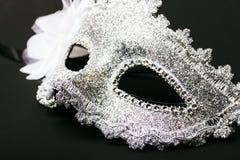 Vit mänsklig karnevalmaskering som isoleras på mörk bakgrund Royaltyfri Bild