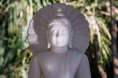Vit marmorBuddha i en tempel Thailand Fotografering för Bildbyråer