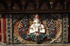 Vit marmorstaty av Buddha i den Gudesi templet Royaltyfri Fotografi
