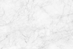 Vit marmortextur, detaljerad struktur av marmor i naturligt mönstrat för bakgrund och design royaltyfri bild