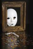 Vit maskering i en gammal ram Royaltyfri Bild