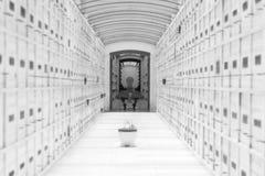 Vit mausoleum Royaltyfria Bilder