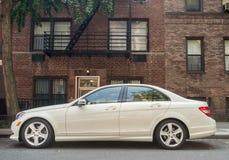 Vit Mercedes 2010-2013 E350 - royaltyfria bilder