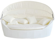 Vit modern utomhus- soffa på vit bakgrund royaltyfri foto
