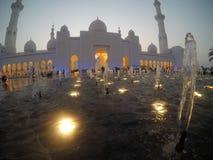 Vit moskéabubdhabi arkivfoto