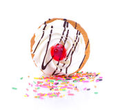 Vit muffin på vit bakgrund Arkivfoto