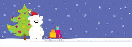 Vit nalle med släden och julgranen Långt format Royaltyfria Foton