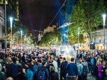 Vit natt Melbourne 2017 folkmassor Fotografering för Bildbyråer