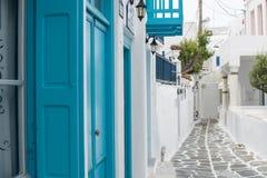 Vit och blå gata royaltyfria bilder