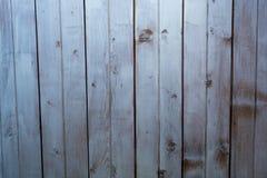 Vit- och grå färgbakgrund, gammalt målat träbräde Royaltyfria Bilder