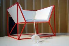 Vit och röd stol, vitt svärd Arkivfoton