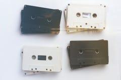 Vit och svart för kassettband för vit bakgrund för tappning tonat Arkivbild
