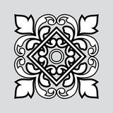 Vit- och svartprydnad på grå färger Royaltyfri Fotografi