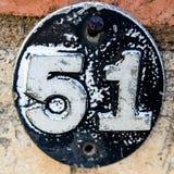 Vit 51 på svart oval Arkivfoton