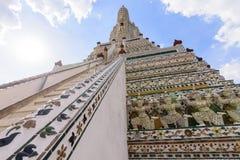 Vit pagod i Wat Arun Ratchawararam Ratchawar Arkivfoton
