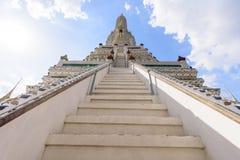 Vit pagod i Wat Arun Ratchawararam Ratchawar Arkivbilder