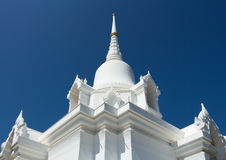 Vit pagod med blå himmel Arkivbild