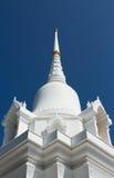 Vit pagod med blå himmel 2 arkivfoto