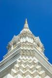 Vit pagod på blå himmel, Wat Paknam, Thailand Arkivfoton