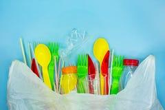 Vit plastpåse mycket av plast- avfall på ljust - blå bakgrund med snututrymme royaltyfria bilder