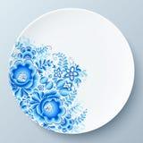Vit platta med den blåa blom- prydnaden Royaltyfri Foto