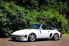 Vit Porsche cabriolet Arkivbilder